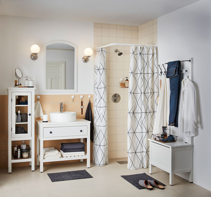 Living single: a clutter-free bathroom