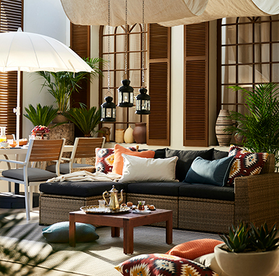 How to furnish an indoor courtyard