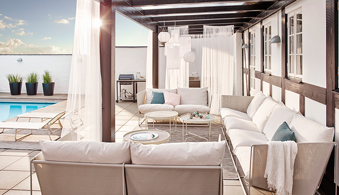Holiday business: seaside apartments with terrace