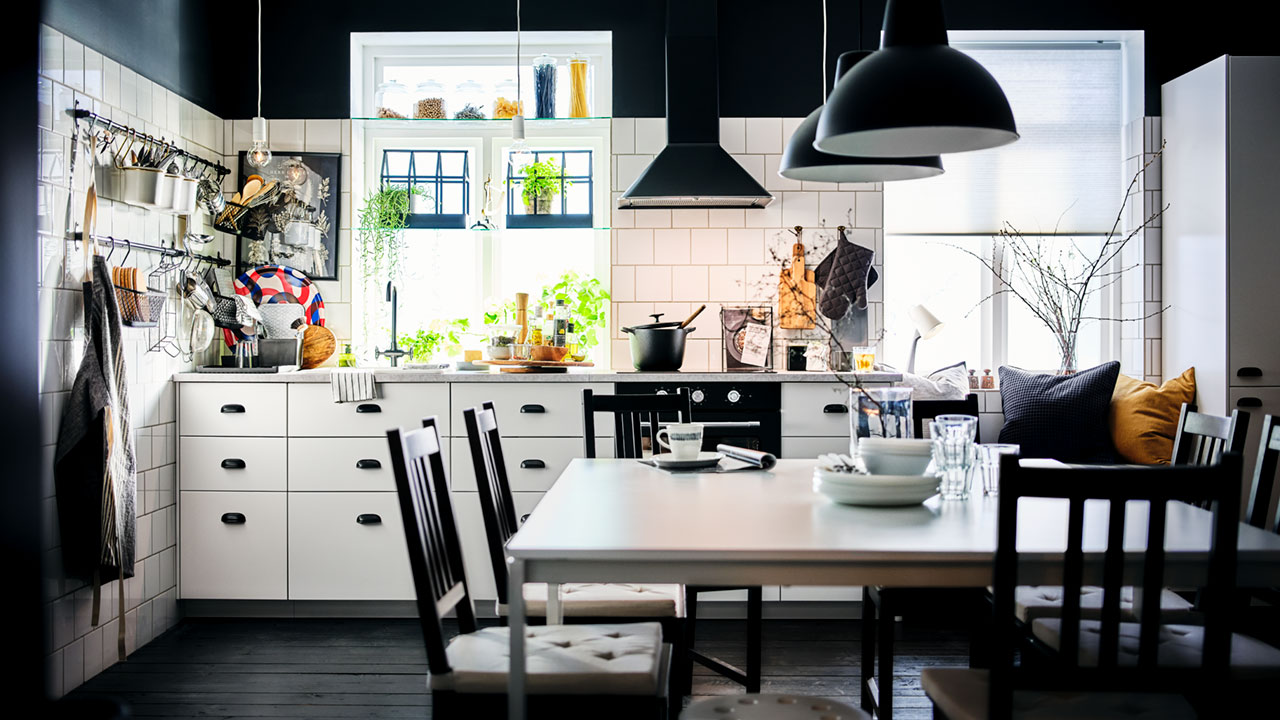 One big family feast: an affordable combined kitchen and dining space